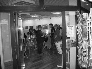Die Premierenlesung fand in einer Galerie statt.