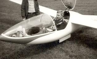 Klaus Lindenmaier vor dem Erstflug mit der reparierten DG 100