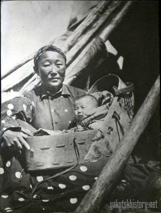 Тунгуска с ребенком в люльке