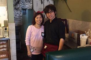 日本食レストランのオーナーと最終日に記念撮影