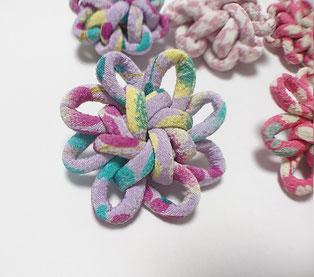 ちりめん和風ブローチむらさき大花結び飾り結びメドゥプ