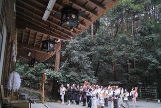 狭井神社で神々にご挨拶