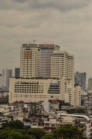 Foto: Daniel Schlenk/ Das Prince Hotel vom Golden Mount aus gesehen. Luftlinie ca. 1 km, unser Domizil für 3 Tage BKK