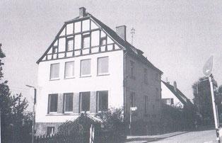 Das 1909 errichtete Schulhaus