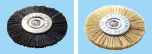 ポリラピッド 研磨用器材(左がメタルセンターブラシ黒150、右がメタルセンターブラシ白151)