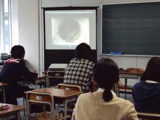 下水道の役割、仕組みに関するDVDを視聴