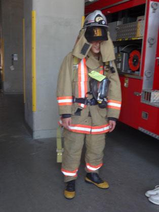 約12kgの消防服。着てみると暑いです。