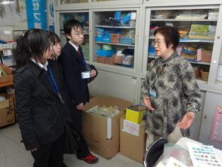 越田事務局長から今日の活動の説明を受けています