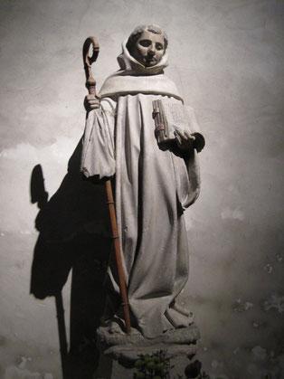 Saint Bernard avec sa crosse d'abbé, tenant la Règle bénédictine pour l'ordre cistercien qu'il a réformé, église Saint-Bernard de Fontaine-lès-Dijon.
