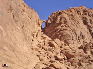 Quelques marches menant au sommet du Mont Sinaï. © Temple de Paris