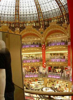 Galeries Lafayette Paris, grosser Verkaufsraum mit Kuppel
