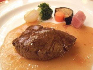 特選牛ヒレ肉のステーキ 大野醤油と柑橘類のソース