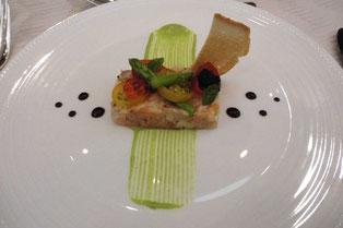 魚介類のタルタル彩り野菜のデコレーション 金沢春菊ソース