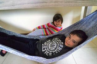 Деца в слинг