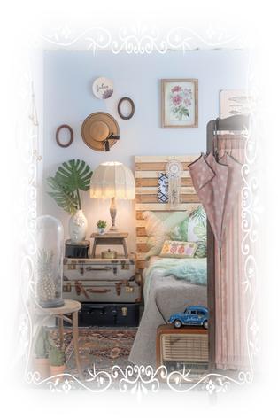 Hut, Lampe Schirm, Accessoires, Koffer, Dekoration, Kissen, Bild, Bett
