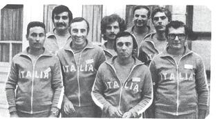 1976 Gli azzurri Campioni del Mondo con i soci della Cannisti Castel Maggiore : Dino Bassi, Fiorenzo Franchini