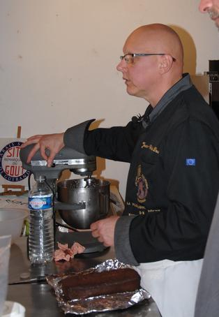 Jean-Charles Dousset, Maître artisan chocolatier en pleine démonstration. COPYRIGHT Cap Atlantique.