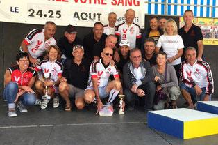 Toute l'équipe autour d'un sympathique Bernard Hinault.