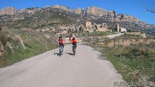 Superbe panorama à La Morera de Montsant au pied des falaises