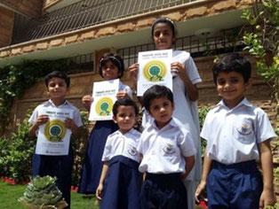 パキスタンではオイスカ・エコロジカルスクールで日本語を学ぶ学生が中心となり、カラチやイスラマバードで子どもたちに 参加を呼びかけ、植林を実施