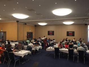 Blick in den Turniersaal [Foto von der Facebook-Seite der World Backgammon Association]