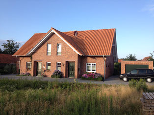 KfW 70 Friesenhaus - Doppelhaushälfte mit Klinkerfassade - Baufirma aus Georgsmarienhütte - pb-bergjans.de