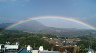 前任の大分大学医学部から見た虹の風景です(^^)