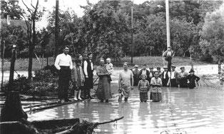 Hochwasser in Sickingen am 04.08.1931. So wie hier standen zahlreiche Kraichgaudörfer unter Wasser.