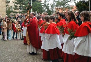 Palmenweihe vor der St. Martinskirche in Flehingen am 30. März 2005