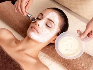 Kosmetische Behandlungen bei Kamila Nails & More @ Elena Dremova  / 123RF Stock Foto