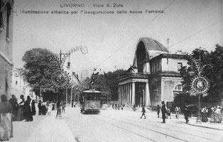 Il Cisternone e l'illuminazione artistica allestita per l'inaugurazione della ferrovia