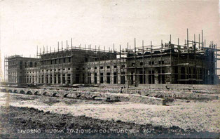 Il fabbricato viaggiatori durante i lavori di costruzione