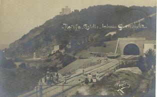La costruzione della linea costiera, presso la galleria del Romito, a Quercianella