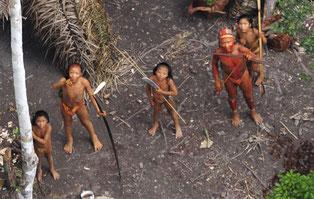 ndígenas no contactados en Brasil vistos desde el aire durante una expedición brasileña. Foto ©:  G. Miranda/FUNAI/Survival