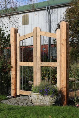 Gartentor mit Doppeltor- Überwurf, Sprossen sind aus Eisen