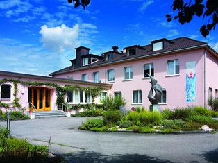 In der anthroposophischen Lukas-Klinik  in Arlesheim im Kanton Baselland können sich Bernerinnen.