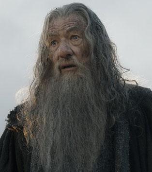 Als er Gandalf, der Weiße wird, färben sich Haar und Bart weiß. Die Wege der Götter sind unergründlich.