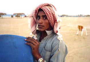 Beduinen beim Aufräumen am Strand