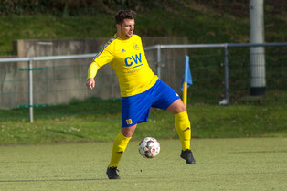 Nick Kübel, hier im Spiel beim Sport-Ring Solingen am Ball  (Credit: deutzmann.net)