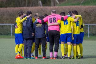 Ein Team! Auch am Ostermontag im Nachholspiel gegen den Post SV  (Foto: deutzmann.net)