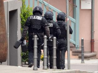 Großeinsatz in Stuttgart - Waffe im Keller eines Gebäudes gefunden