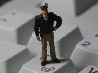 Kreditkartenbetrug, Drogen- und Waffenhandel, sexuelle Ausbeutung und Terrorismus werden immer mehr über das Internet organisiert. Das BKA fordert mehr Handhabe bei der Bekämpfung. Foto: Jens Büttner