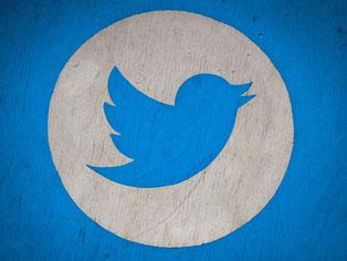 Twitter geht nun stärker gegen unerwünschte Meldungen und Identitätsbetrug vor. Dafür hat der amerikanische Konzern extra mehr Personal eingestellt. Foto: Ole Spata