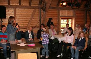 Die Kinder unterhielten die Festgäste mit Sketchen (Text und Foto: Liane Merkle)