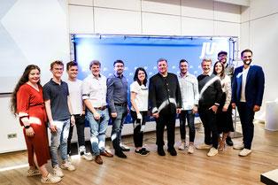 Bischof Dr. Rudolf Voderholzer mit den Besuchern der JU Staubing-Bogen (Quelle: Bischöfliche Pressestelle Regensburg)
