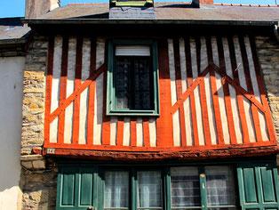 malerisch der Altstadt-Kern - mit seinen bunten Fachwerk-Häusern