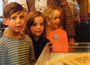 staunende Kinder Gesichter
