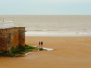 die Farbe des Meeres  - sandgelb - wie die einmündende Gironde