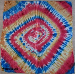 foulard, carré, soie naturelle, peint main, femme, chic, fabriqué en France, fait en Bretagne, rouge, bleu, jaune,