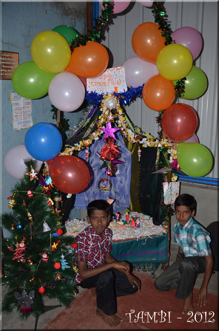 Arunkumar and Vijy in front of the Christ child's crib of Thambi Illam - Dec. 2012